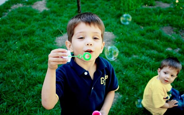 Dosis y precauciones en aromaterapia para niños.