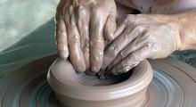 Las manos en la arcilla