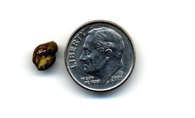 piedra de rinon junto a un dolar