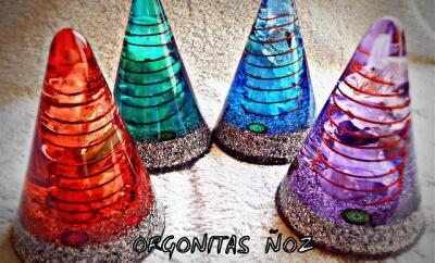 cuatro piramides orgonitas noz