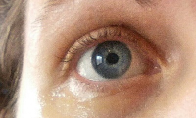 ojo con contorno de ojos alrededor